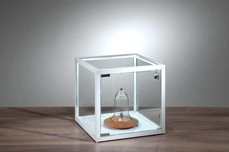 glasvitrine mit beleuchtung. Black Bedroom Furniture Sets. Home Design Ideas